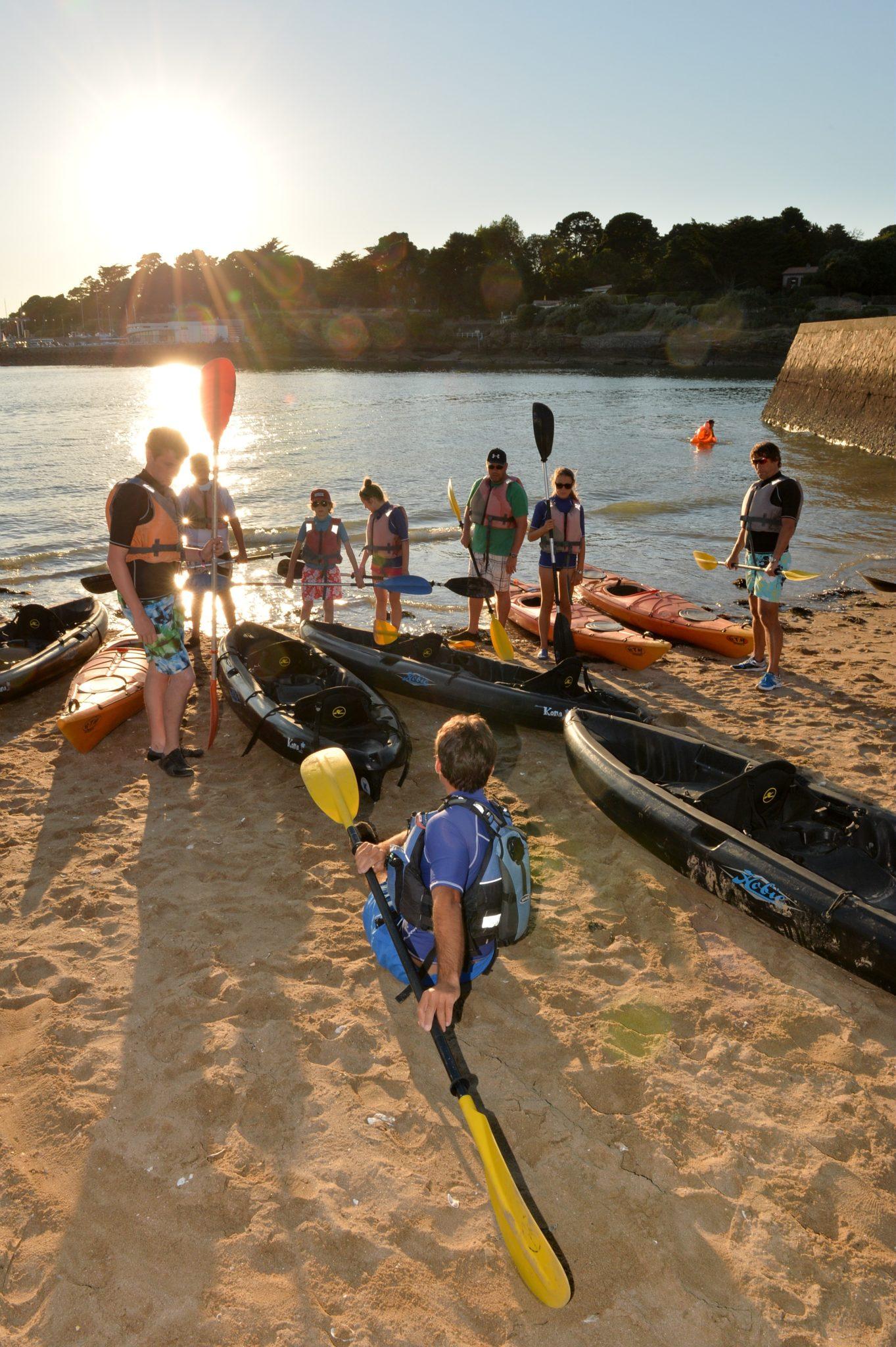 Kayak-de-mer-balade-au-coucher-du-soleil-Pornic-©-Ch.-Favreau